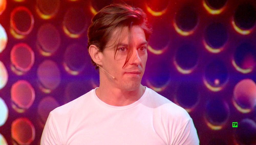 Adrián Lastra, atemorizado con el lanzallamas de Jandro en 'Hipnotízame'