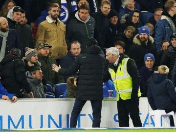Emery se disculpa con el aficionado al que le acabó golpeando una botella