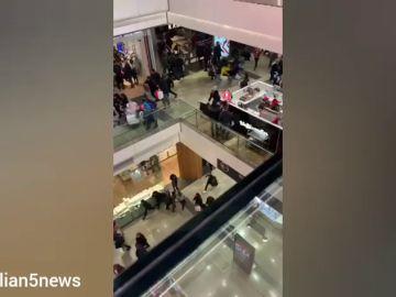 Un ruido siembra el caos en un centro comercial londinense
