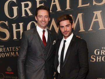 Hugh Jackman y Zac Efron en el estreno de 'El Gran Showman'