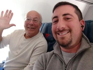 Imagen del padre con el autor del post