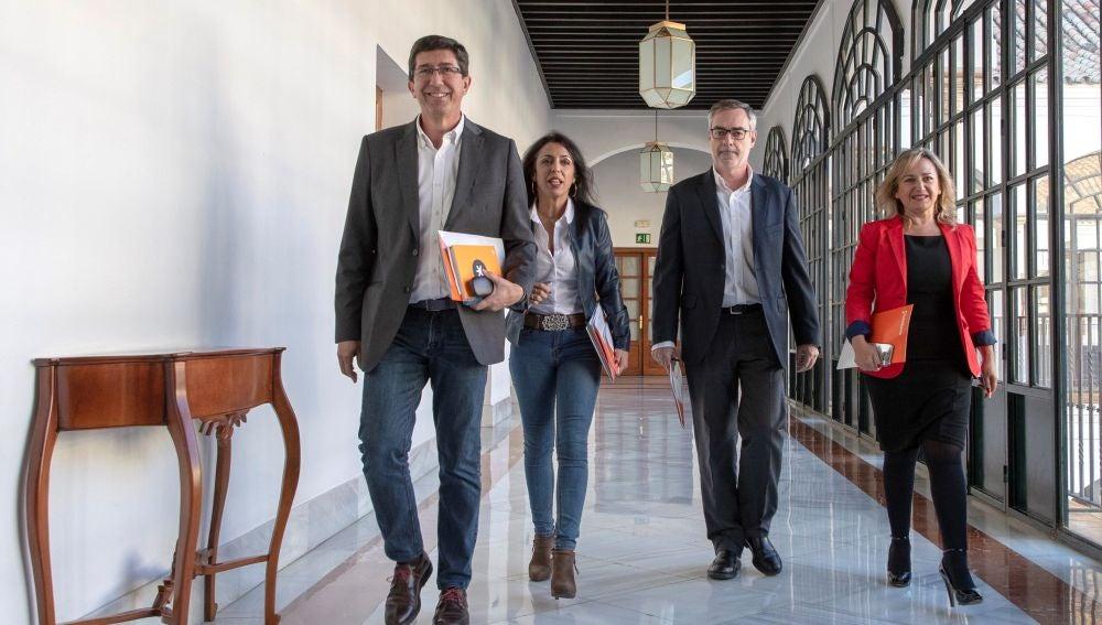Marta Bosquet junto a Juan Marín y José Manuel Villegas