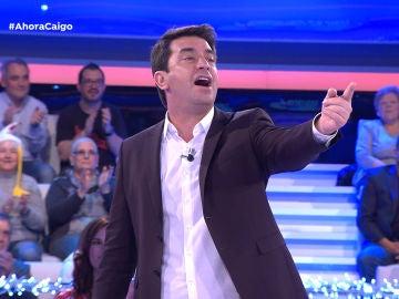 El público de '¡Ahora Caigo!' corea a Arturo Valls con una conocida canción