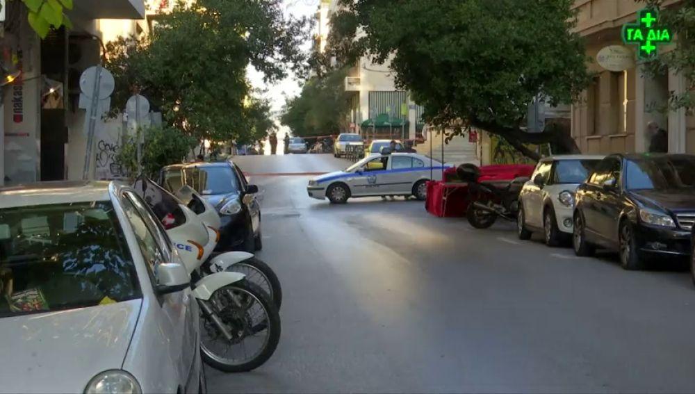 Dos heridos leves al estallar un artefacto frente a una iglesia en Atenas
