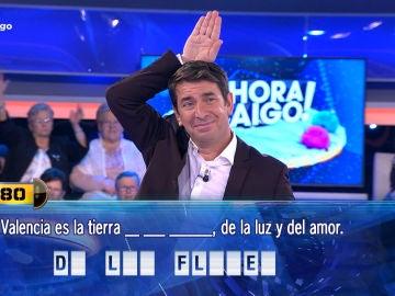 Una concursante de '¡Ahora Caigo!' hiere el orgullo de Arturo Valls