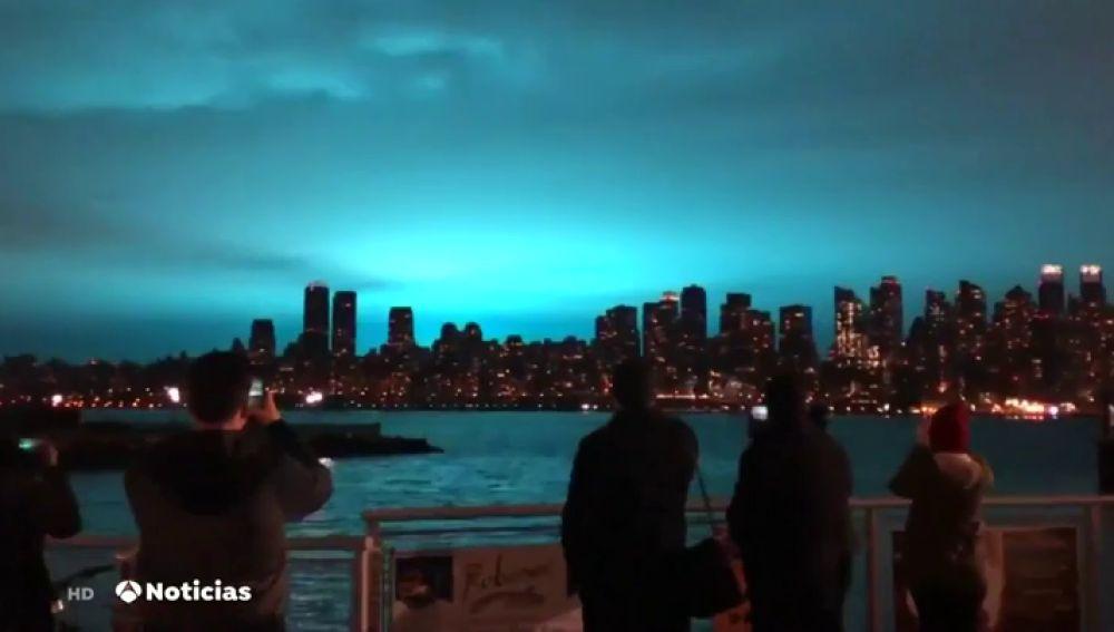 La explosión en una planta eléctrica provoca una extraña luz azul en el cielo de Nueva York