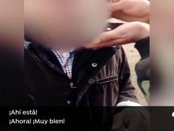 VÍDEO: Cuatro jóvenes obligan a un anciano a esnifar cocaína en Lugo