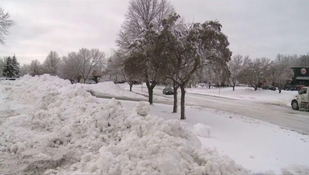 Una tormenta de nieve azota a EEUU: aviones desviados y carreteras cortadas