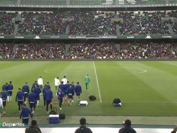 Impresionante estampa en el Villamarín: más de 10.000 aficionados animaron al Betis en su regreso de las vacaciones