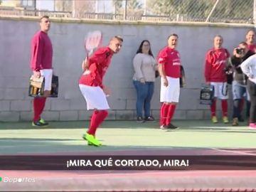 Joaquín pone el arte y las risas en un acto benéfico en el Puerto de Santa María: se atrevió hasta con el tenis