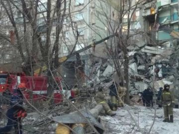 Cuatro muertos y 68 desaparecidos tras una explosión por una fuga de gas en un bloque de viviendas en Rusia