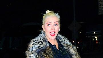El extraño rubio que lleva ahora Christina Aguilera