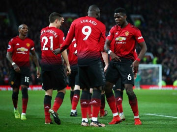Pogba y Lukaku celebran un gol con el Man U