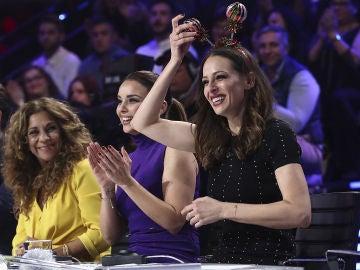 Eva González valora a Paulina Rubio en su actuación en el Concierto de Año Nuevo de 'Tu cara me suena'