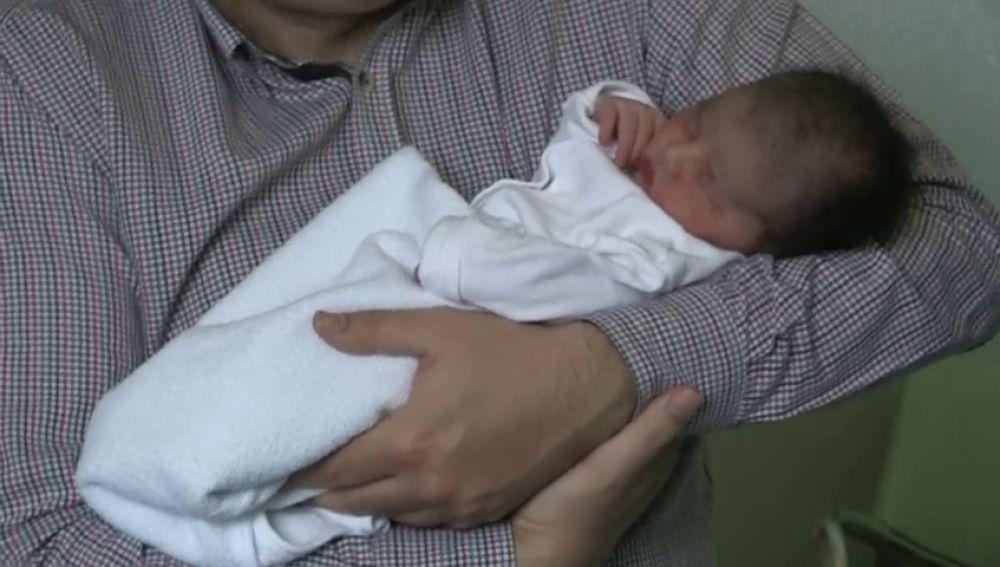 El primer bebé español del año nace en Zaragoza, se llama Carolina María y pesó 3,7 kilos