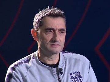 Ernesto Valverde, durante la entrevista con Barça TV