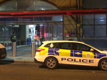 Detenido un hombre tras herir con un cuchillo a tres personas en una estación de metro de Manchester