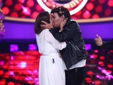 Alfred García reparte besos ¡por un 2019 lleno de amor!