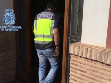 Liberan a tres mujeres víctimas de la trata de blancas y detiene al matrimonio dueño de dos clubes en Alicante