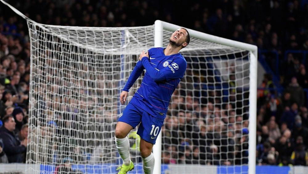 Hazard se lamenta tras un gol anulado por fuera de juego