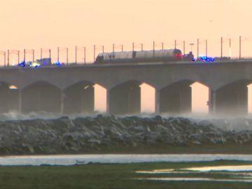 Al menos seis personas han muerto en un accidente de tren en un puente en Dinamarca