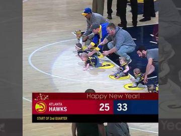 Los Indiana Pacers organizan carreras de bebés en los descansos de la NBA
