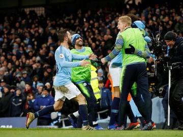 Los jugadores del City celebran un gol ante el Liverpool