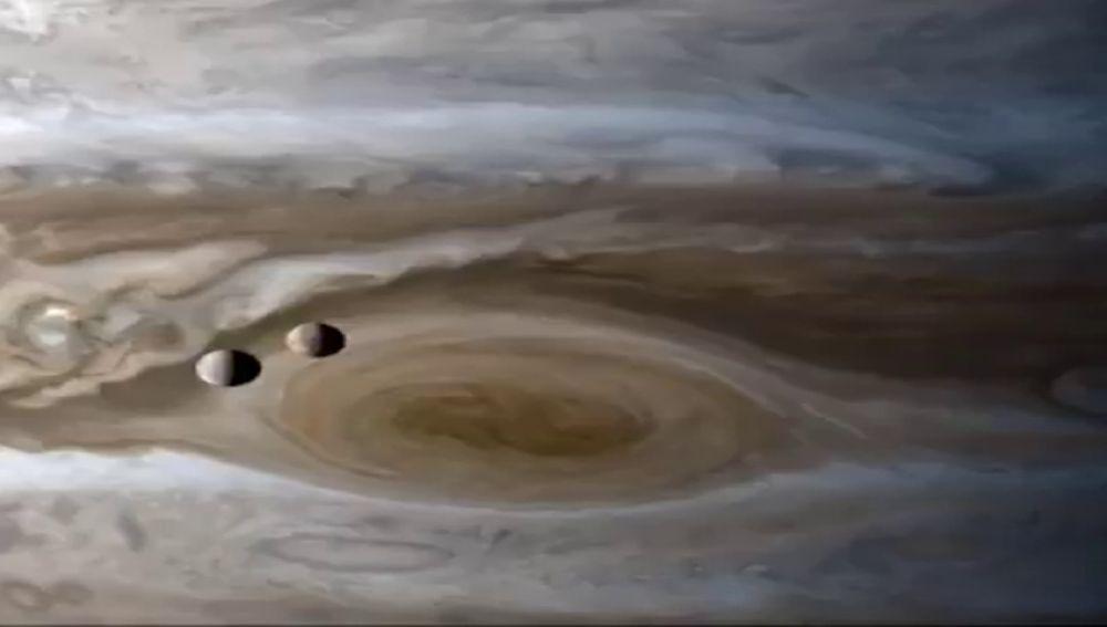 Las impresionantes imágenes de las lunas de Júpiter capturadas por la sonda Cassini