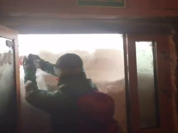 Tres meteorólogos se quedan atrapados por la tormenta de nieve que querían estudiar