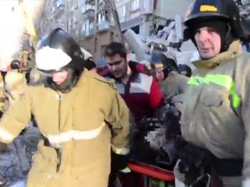 Aumenta a 38 la cifra de los muertos por derrumbe de edificio en los Urales