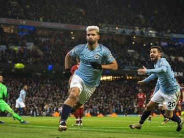 Agüero celebra el 1-0 ante el City