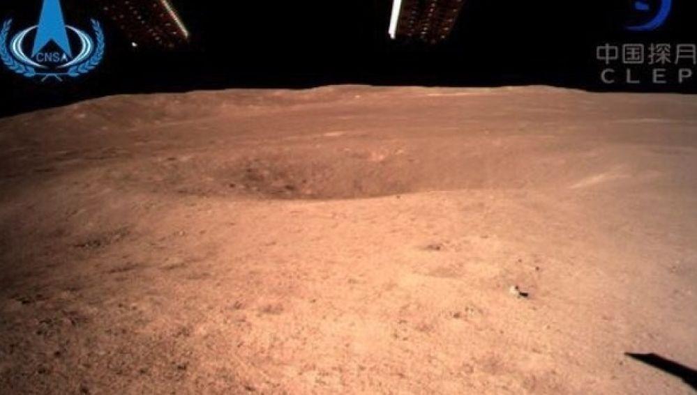 La primera imagen que envía la sonda Change´s 4 desde el crater más grande de la luna