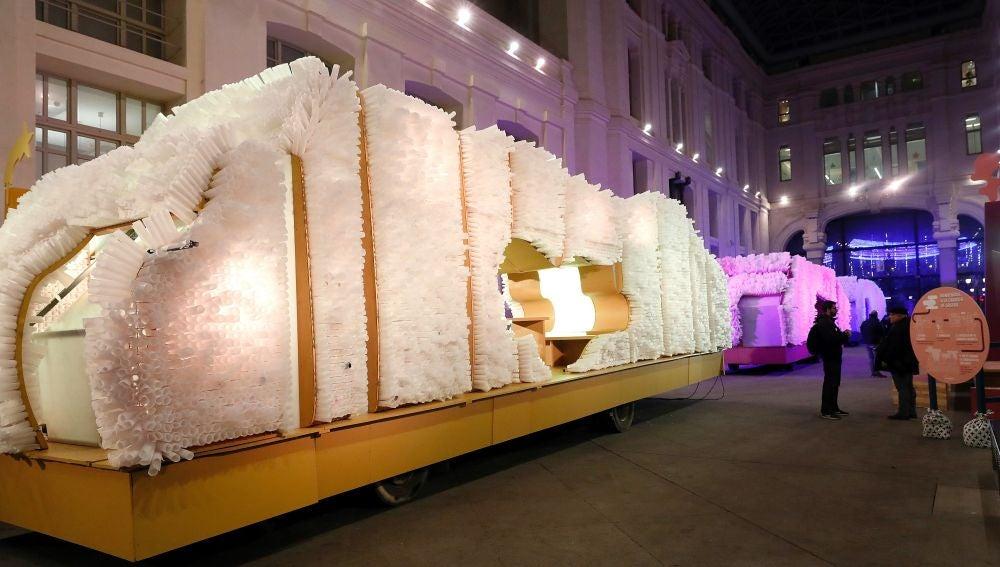 Vista de una de las carrozas expuestas en la Galería de Cristal del Palacio de Cibeles
