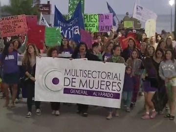 Cinco jóvenes violan a una menor de 14 años en Argentina