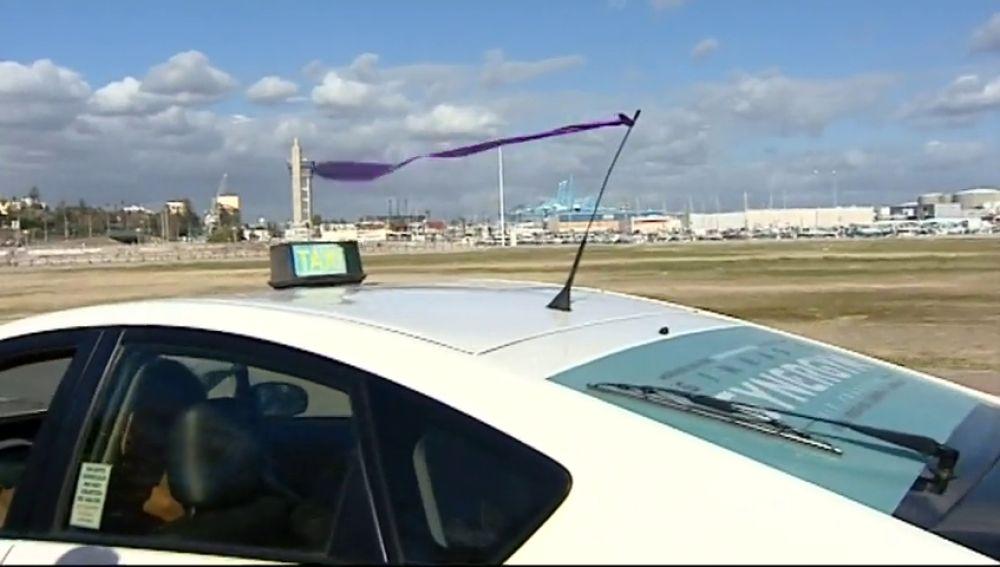 Los taxistas de Algeciras tiñen las calles de morado