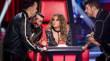 Fonsi, Orozco, Paulina y Pablo hablando en 'La Voz'