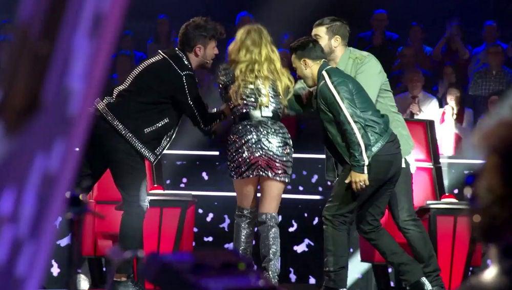 La rockera entrada de Paulina Rubio, Luis Fonsi, Pablo López y Antonio Orozco al plató de 'La Voz' entre las ovaciones del público
