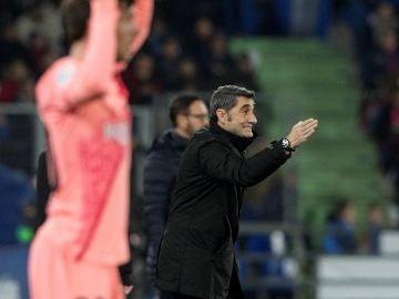 Ernesto Valverde da indicaciones en la banda