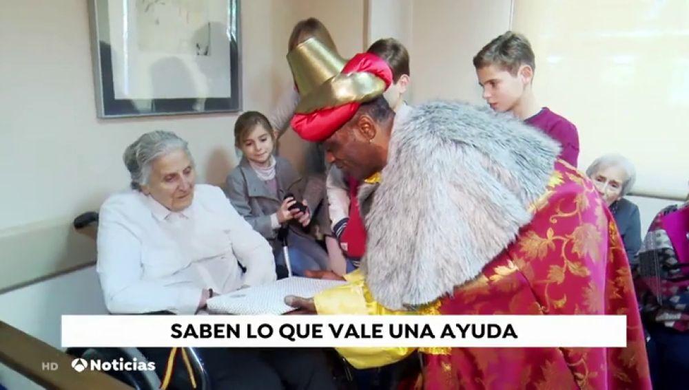 Un grupo de sintecho se convierten en Reyes Magos para dar cariño a los que más lo necesitan