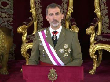 """Felipe VI reivindica la bandera como símbolo de """"unidad"""" en la Pascua militar"""