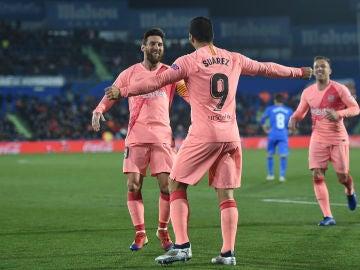 Messi y Luis Suárez celebran el gol del Barcelona