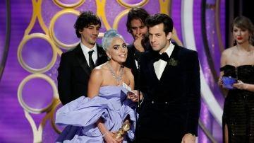 Lady Gaga recogiendo el Globo de Oro a Mejor canción