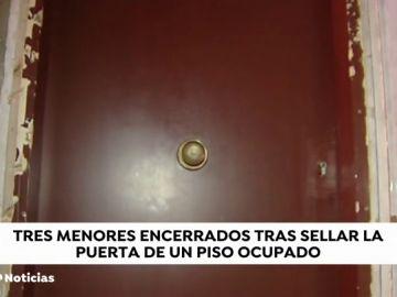 Dejan encerrados durante horas a tres niños tras instalar una cerradura y puerta blindada en un piso okupado sin comprobar si había gente dentro