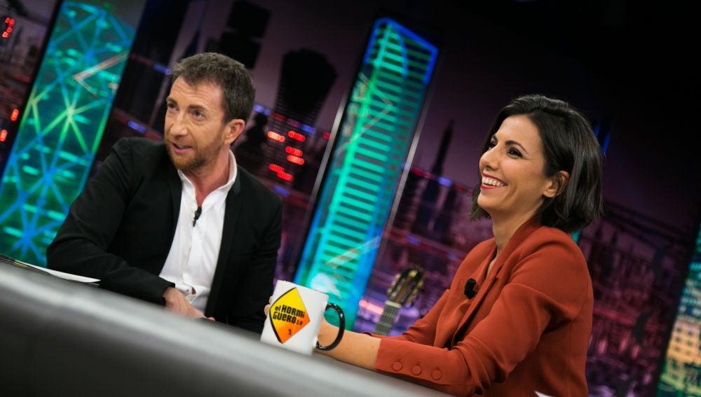 """Pablo Motos valora con Ana Pastor cómo ha cambiado España: """"Nos estamos ofendiendo por encima de nuestras posibilidades"""""""