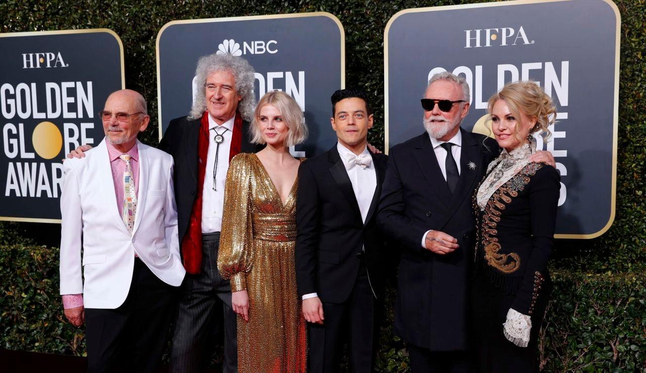 Rami Malik y Lucy Boynton junto a 'Queen' en los Globos de Oro por 'Bohemian Rhapsody'