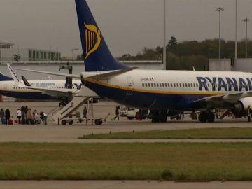 Los tripulantes de Ryanair convocan huelga los días 8, 10 y 13 de enero