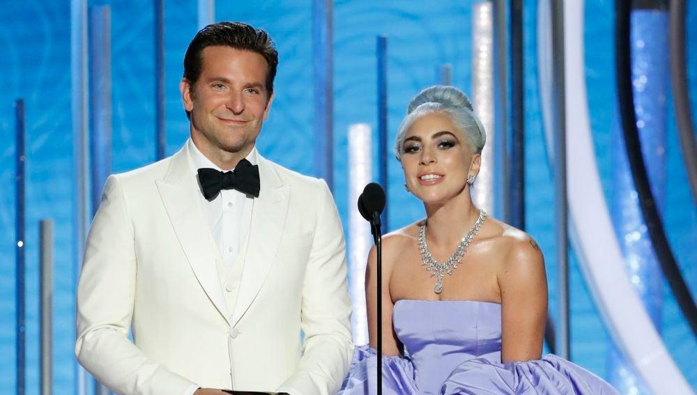 Bradley Cooper y Lady Gaga en los Globos de Oro