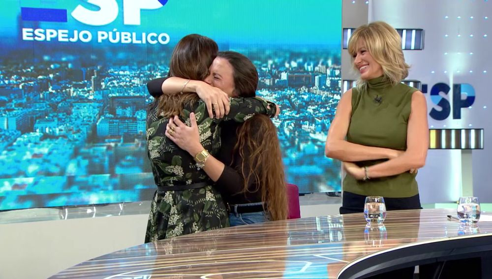 Susanna Griso y Eva González anuncian por sorpresa a Lorena Fernández su participación en las 'Audiciones a ciegas' de 'La Voz'