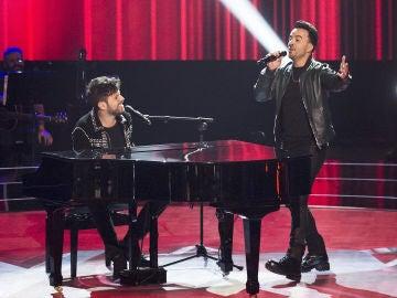 Luis Fonsi y Pablo López interpretan 'No me doy por vencido' en 'La Voz'