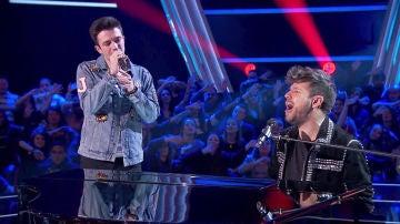 Pablo López y Javier Erro interpretan 'Despacito' y 'Devuélveme la vida' al piano en 'La Voz'